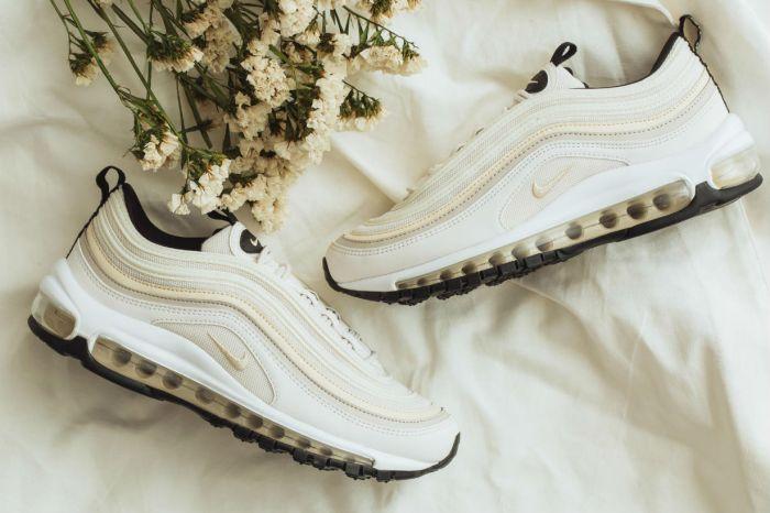 喜愛簡約穿搭的妳,怎能不來一雙 Nike Air Max 97 輕甜奶霜配色?