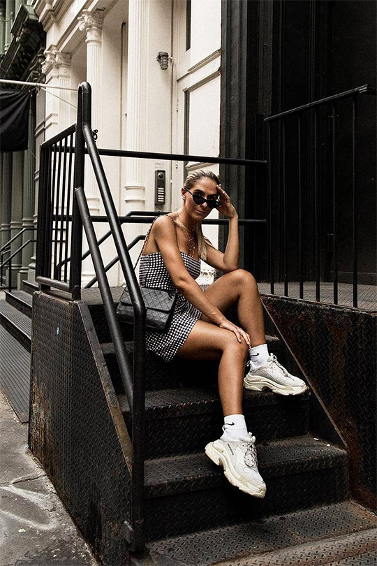 white-sneakers-summer-outfit-ideas