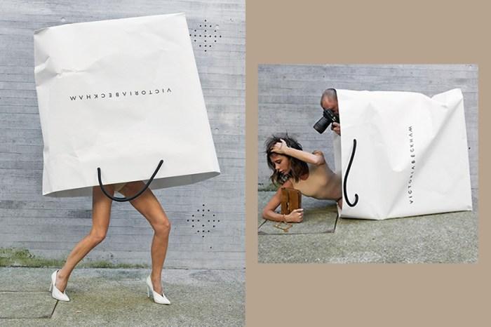 袋子中裝的是貝嫂嗎?Victoria Beckham 品牌致敬當初進入時尚產業的原因!