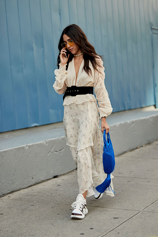 NYFW ss2019 sneakers outfit street style
