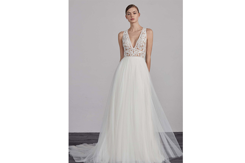 PRONOVIAS Women's Pronovias Espiga V-Neck Lace & Tulle Gown