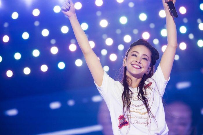 距離引退日只剩 6 天,安室奈美惠落淚:「我也不知該用什麼心情面對!」