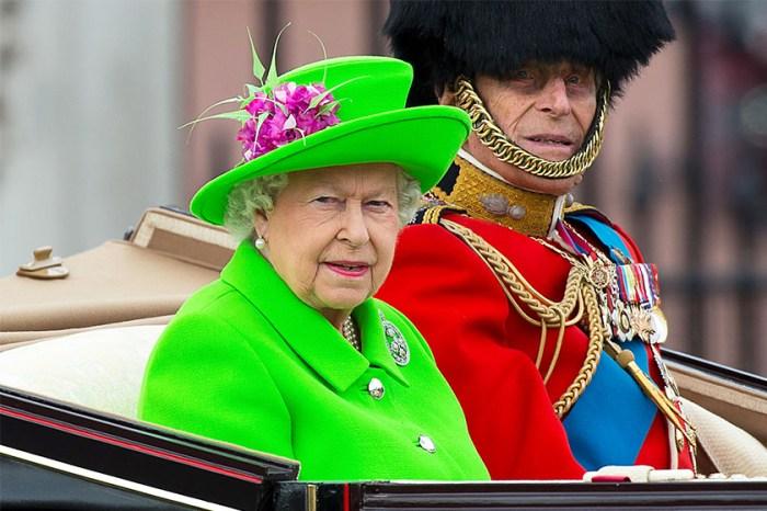 撐傘也有學問?關於英女皇的穿搭,原來這一點大家一直都沒留意到!