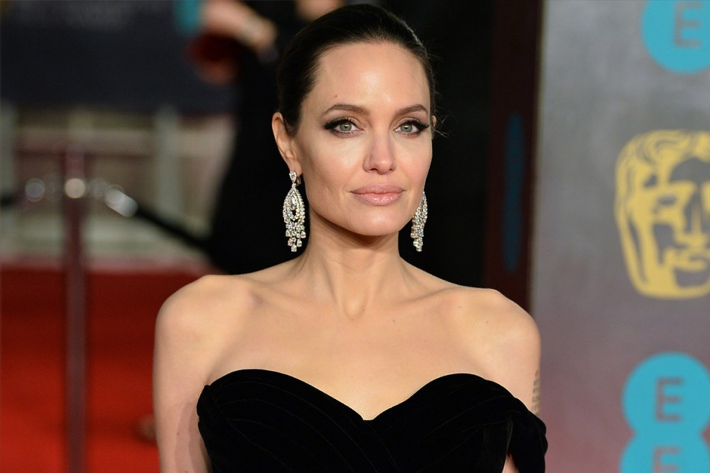 Angelina Jolie Makeup Strapless Gown