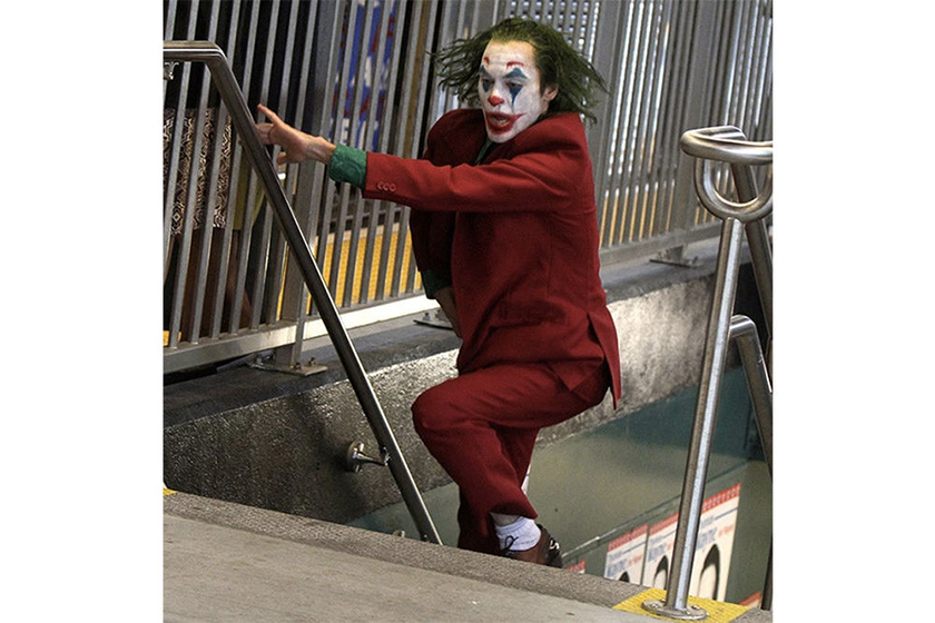 dc joaquin phoenixs joker invades new york subway