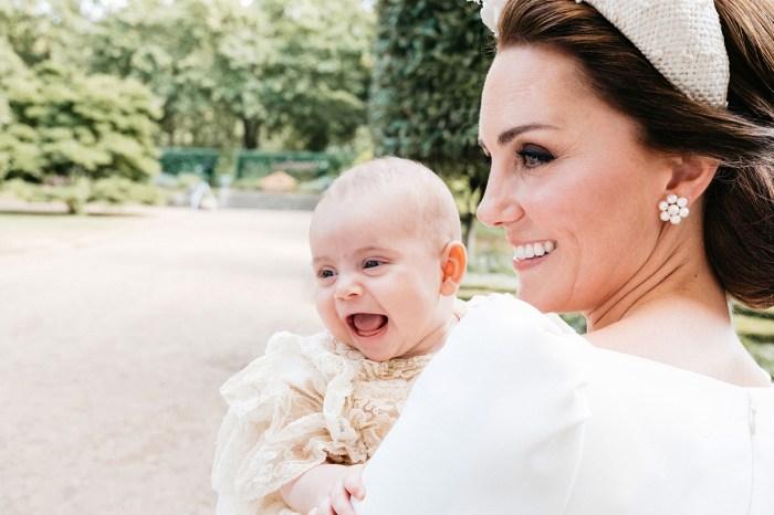 路易王子出沒注意!由父母陪著乘坐專機回家,也太有氣派了吧!