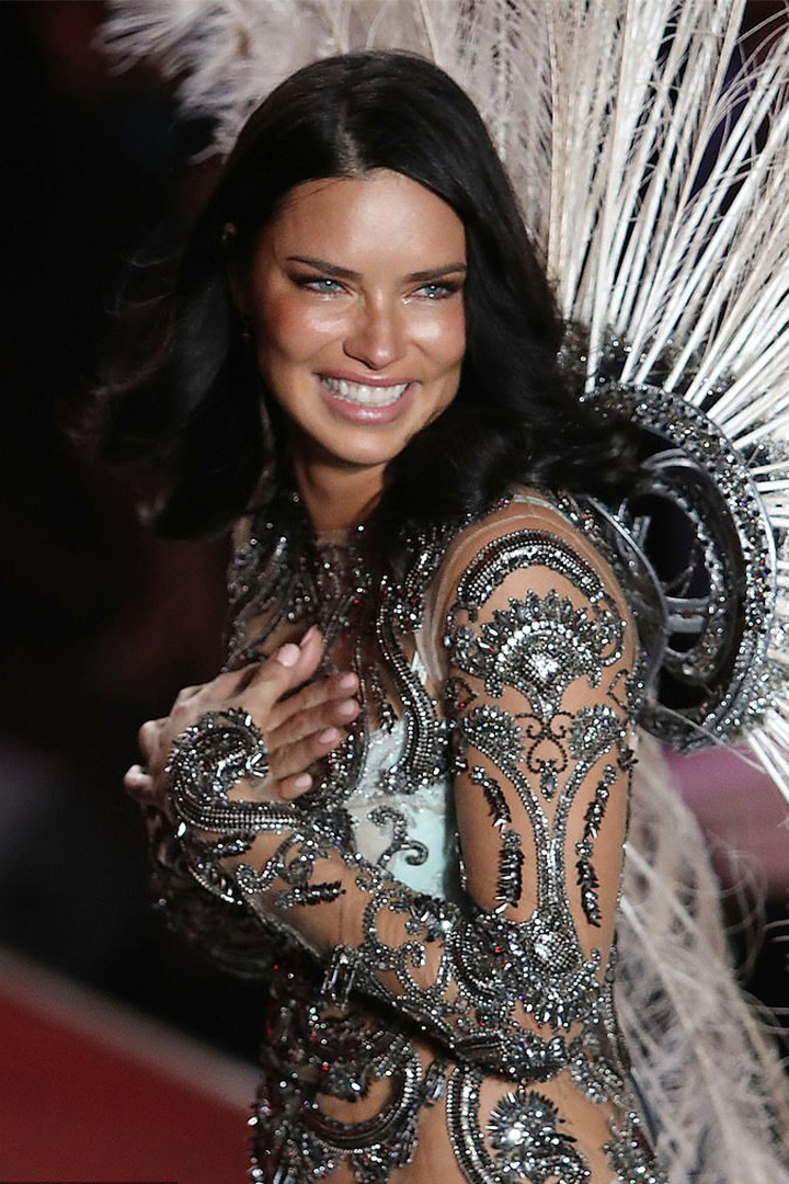 Adriana Lima breaks down in Tears while on Victoria's Secret runway