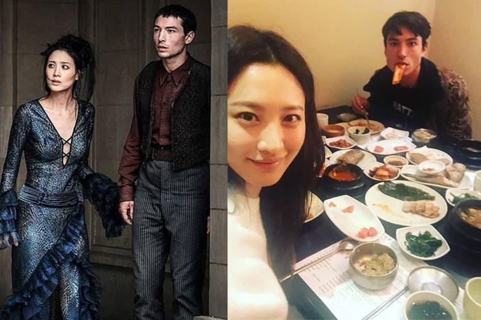 跨國閨蜜!《怪獸 2》Ezra Miller 私遊韓國,金秀賢當導遊帶他與「熊大」打卡