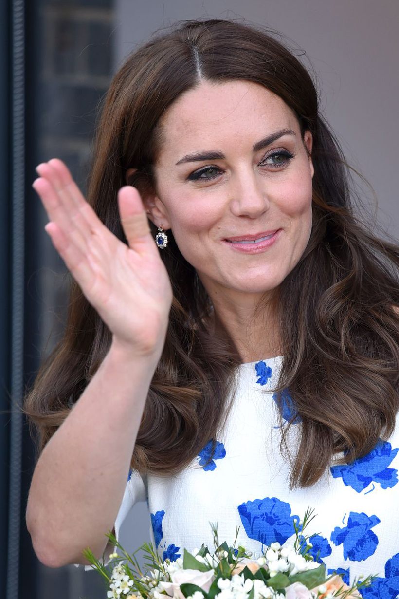 Kate Middleton plaster band aids Kensington Palace Tusk Conservation Awards Prince William middle finger Prince George Princess Charlotte Prince Louis British Royal Family