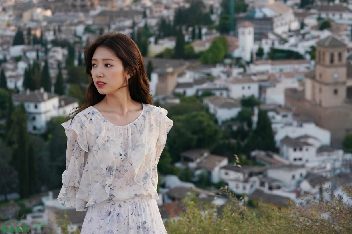 Park Shin Hye Hyun Bin Memories of the Alhambra K drama korean celebrities actors actresses hairstyles wave curve spain Granada Terrassa Griona
