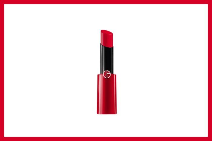 索價 ¥980 的雜誌,竟隨書附送 Giorgio Armani 超人氣乾燥玫瑰色號唇膏加唇刷!