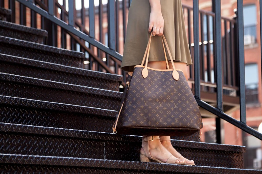 Vestiaire Collective most worth investing handbags chanel timeless louis vuitton speedy hermes birkin kelly chanel 2.55 balenciaga city celine luggage chanel boy louis vuitton neverfull celine trapeze