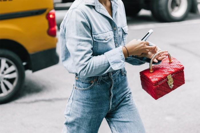 2019 年的 It Bag 注定是它:時尚女生正挽著這個「珠寶盒」出街!