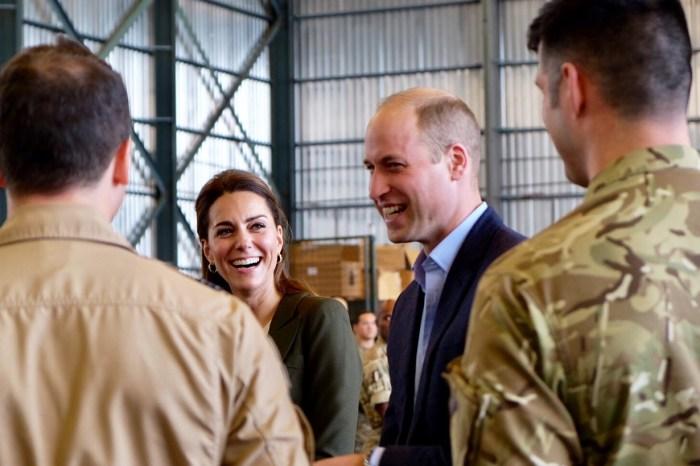 到底凱特王妃穿了什麼,讓威廉王子笑她像棵聖誕樹?