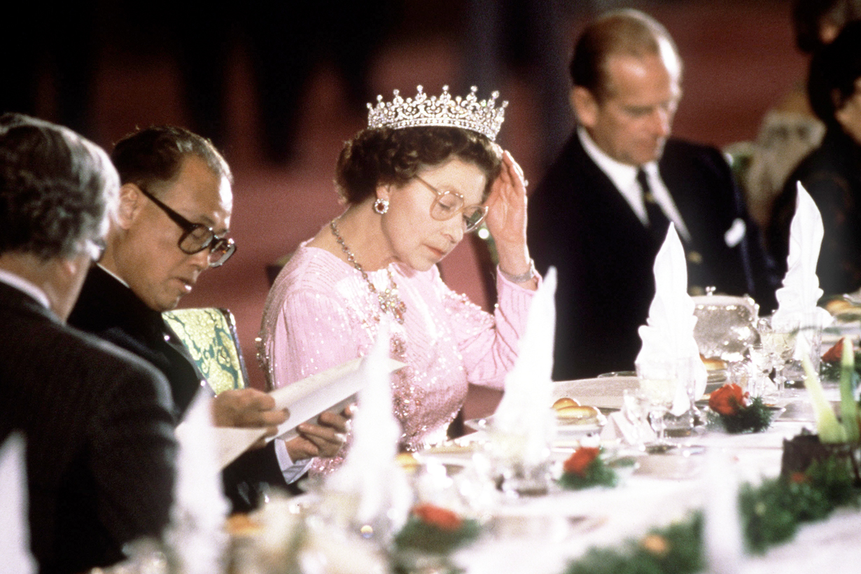 Queen Elizabeth II eating banana with fork chef Darren McGrady Eating Royal breakfast garlic Prince Philip British Royal Family member eating habits