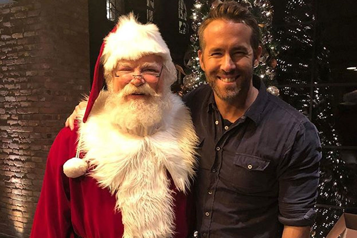Ryan Reynolds met Santa Claus 2018