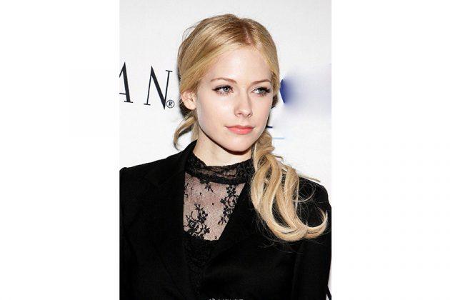 Avril Lavigne Change Smoky makeup impression Nude Makeup