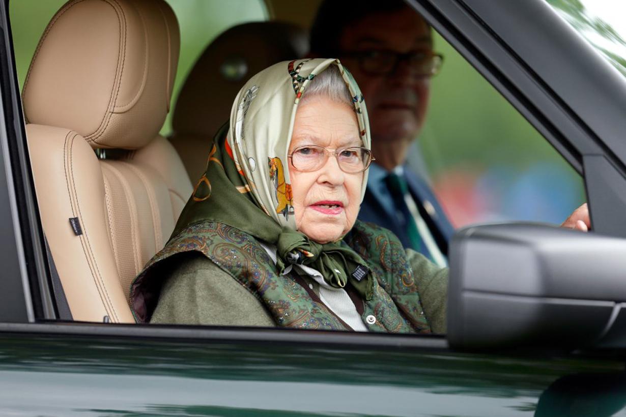 Queen Elizabeth II Prince Philip car crash accident buckle seat belt british royal family royal protocol law Land Rover Freelander