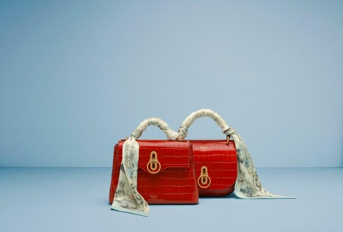 Mulberry 推出了搶眼的紅色手袋!為你的造型低調地添上氣質