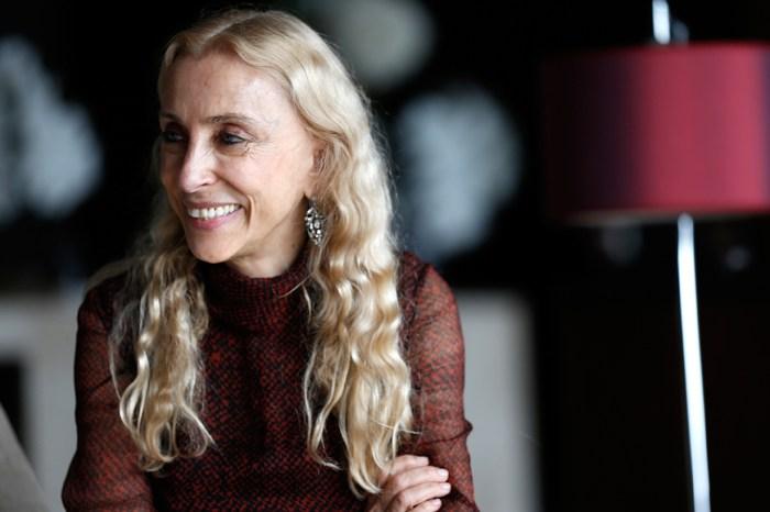 《Vogue Italia》已故主編 Franca Sozzani 的衣櫃珍藏,將於 Yoox 慈善放售