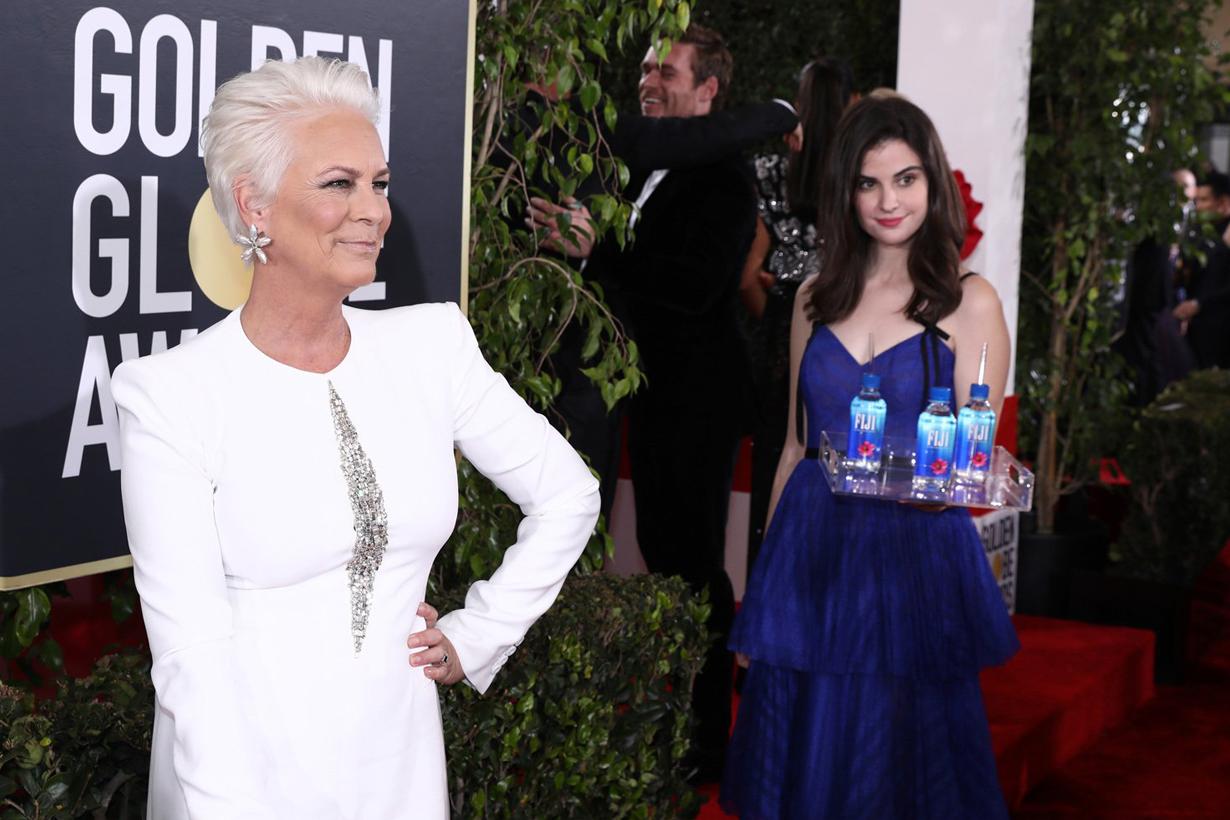 Golden Globe Awards 2019 Kelleth Cuthbert Fiji Water Girl steals the show photobomb memes Twitter account hollywood celebrities