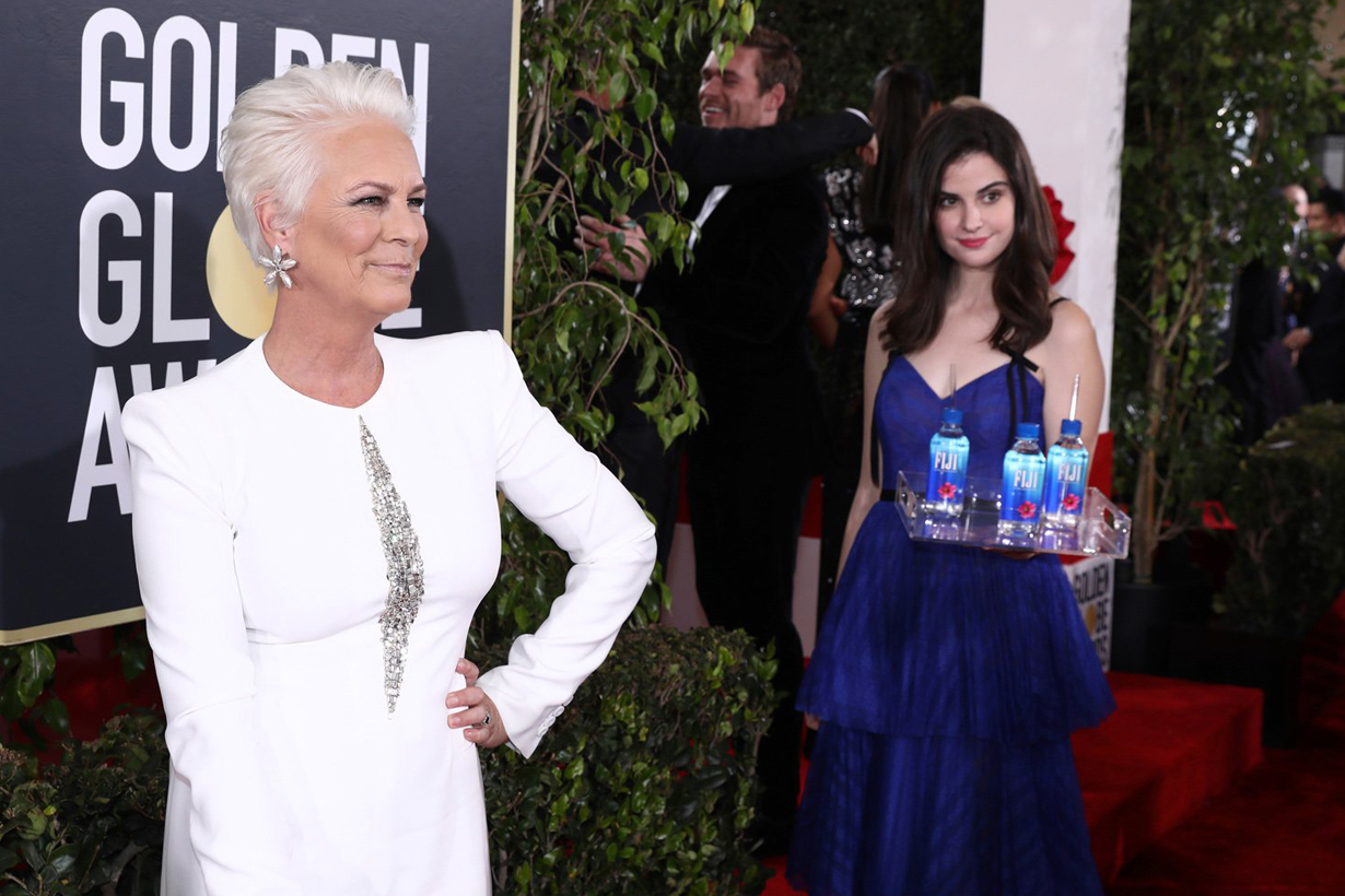 Golden Globe Awards 2019 Kelleth Cuthbert Fiji Water Girl steals the show photobomb memes Twitter account hollywood celebrities