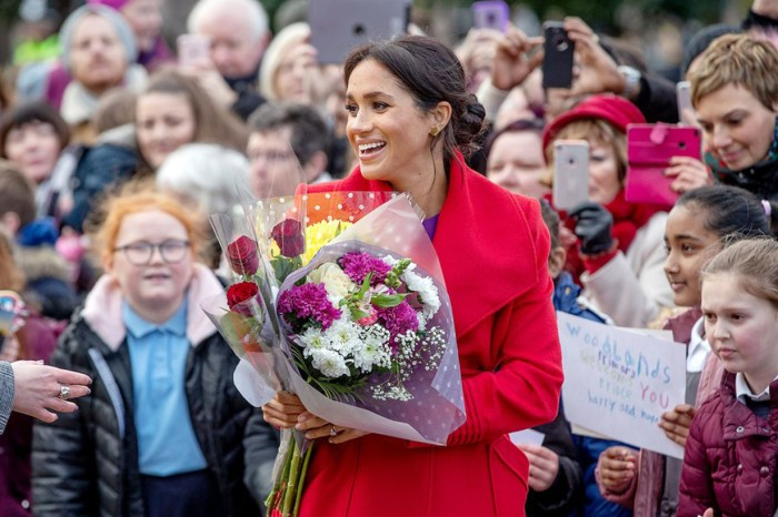 梅根穿搭又令人跌眼鏡!除了英女王,皇室也只有她敢這樣撞色⋯