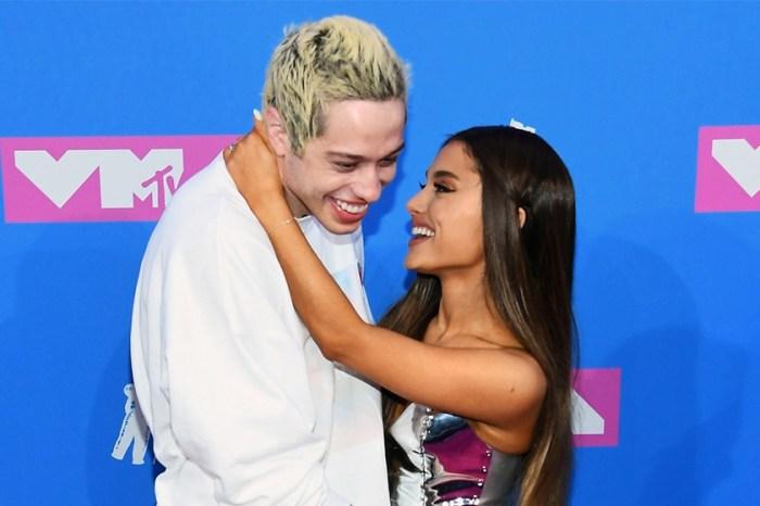 跟 Ariana 分手後,Pete Davidson 迅速跟比他年長 20 年的女神相戀!