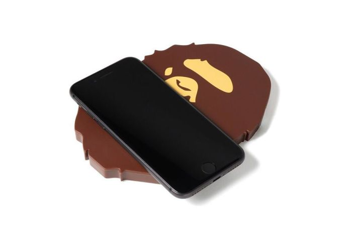 質感生活擺飾再添一枚!BAPE 推出猿人圖樣手機無線充電座!