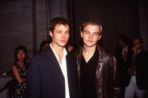 Brad Pitt 與 Leonardo DiCaprio 首次同台飆戲,卻讓網友崩潰:「左邊的大叔是誰?」