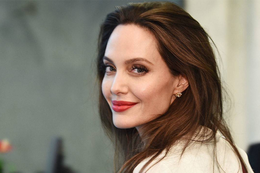 angelina jolie in talks with marvel the eternals movie