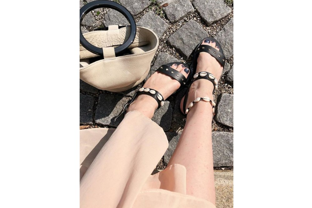 Seashell Embellished Sandals Street Style