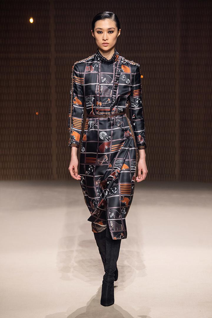 Hermès PFW Paris Fashion Week 2019 Fall  Nadège Vanhee-Cybulski Leather silk coat dress feminine women starry light