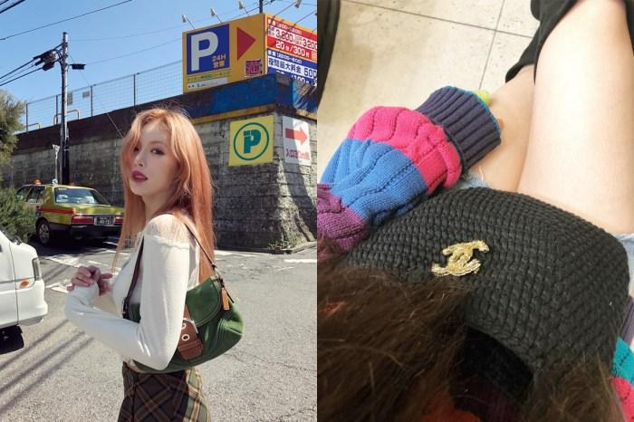 泫雅曬出全球只有一枚的 Chanel 手袋,原來是來自媽媽的愛心!
