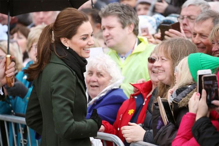 下雨也不怕!凱特王妃婉拒使用雨傘,原因竟然這麼暖!