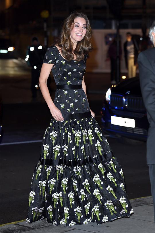 凱特王妃將兩年前穿過的  alexander mcqueen 裙子改裝重穿,獲大讚環保又有創意