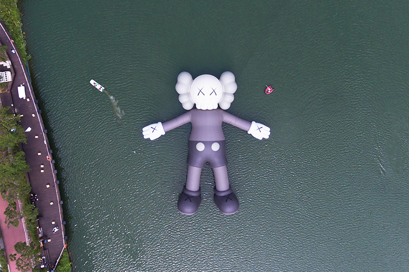 KAWS-HOLIDAY-seoul