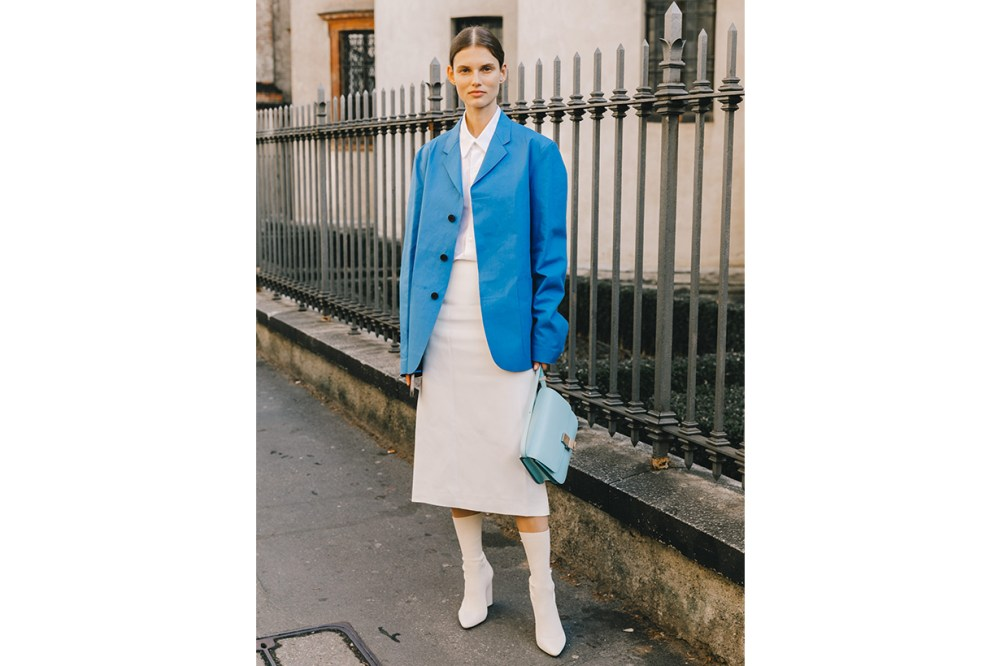 Blazer Shirt White Dress Boots Street Style 2019