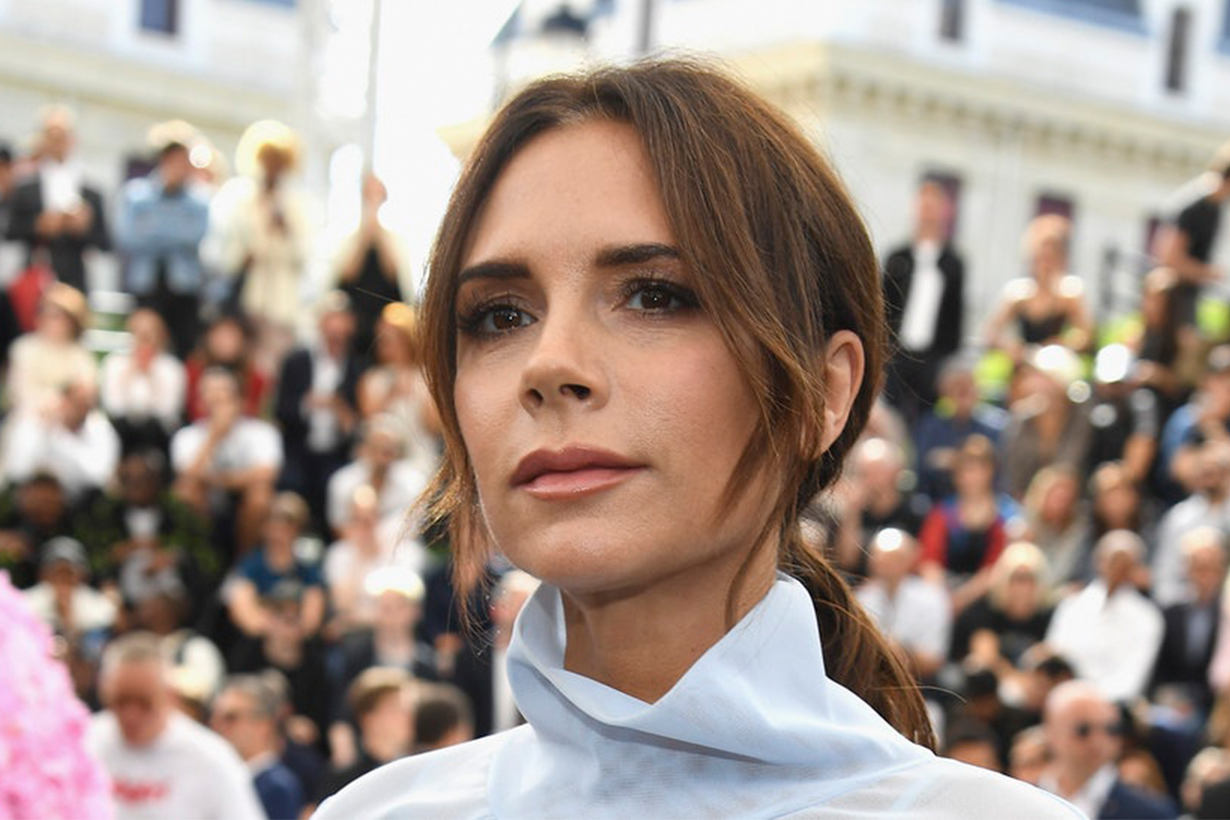 Victoria Beckham YouTube Chanel:She gave her bra to the model before fashion show