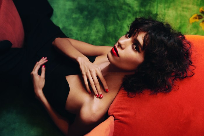 這位佻皮的法國女生太美了!認識一下 Mica Argañaraz