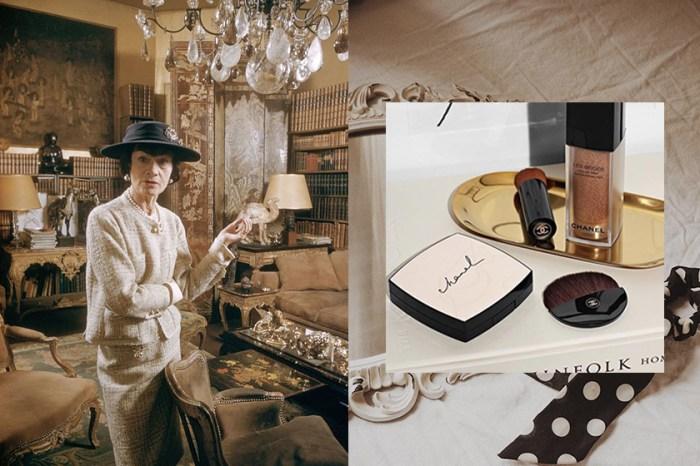 IG 女生都在等:Chanel 這盒超美粉餅,米色外盒竟是香奈兒女士的手寫筆跡!