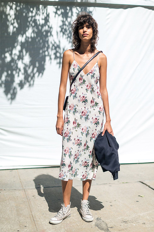 dress-canvas-sneakers-summer-street-style