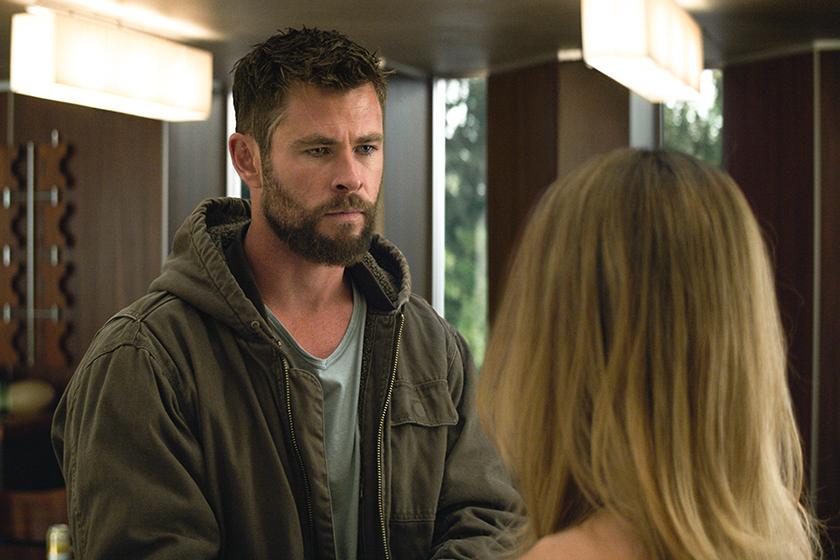 Avengers:EndGame Deleted Scene Thor Kiss Valkyrie
