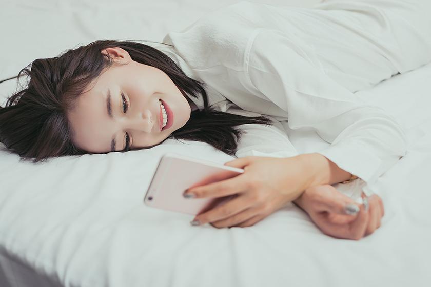 Japanese Girl Line message fall in love cm