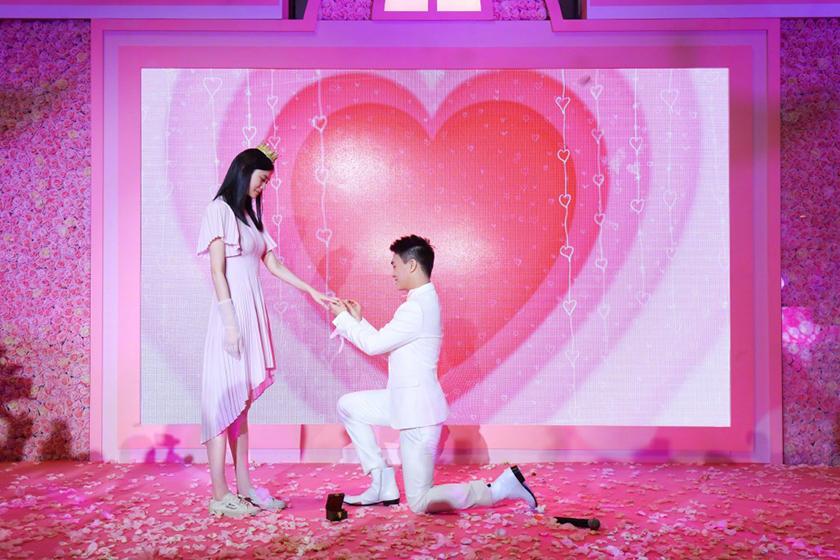 Ming Xi Propose Mario Ho LV Wedding Ring Case