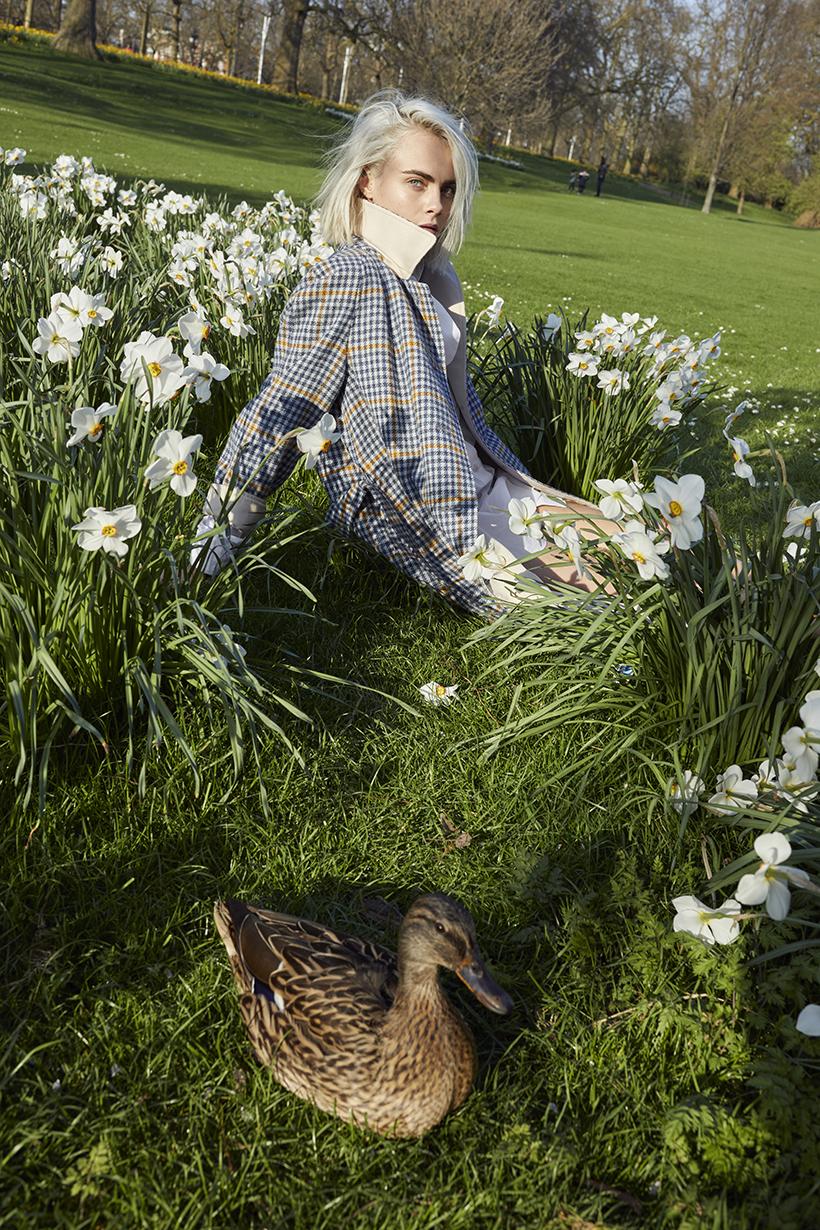 Burberry Her Blossom with Cara Delevigne