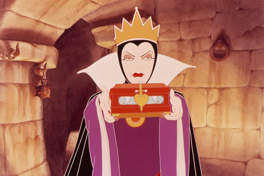 the evil queen snow white and the seven dwarfs
