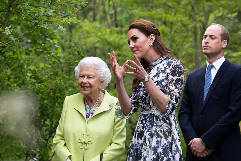 kate-middleton-kiss-queen-elizabeth-break-protocol-approval/