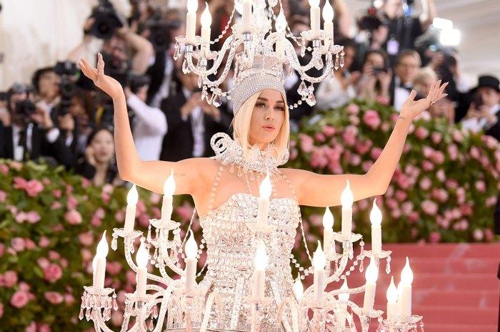 網民點評 Met Gala 出事造型:「有人忘了 dress code 嗎?」