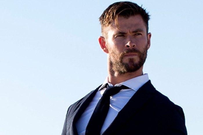 帥到炸掉!Chris Hemsworth 穿西裝、玩滑浪片段曝光